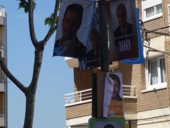 Fanal carregat de pancartes de diferents candidats a les eleccions municipals. MARIA TERESA MÁRQUEZ NOM: 2011-05-2140705 PARAULES CLAU: PARAULES CLAU: DATA: 11.05.2011 00:00 UHR AGENCIA: SECCIO: PUN FOTOGRAF: MARIA TERESA MARQUEZ