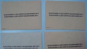 Els sobres oficials i el material que està enviat el PP. ESQUERRA
