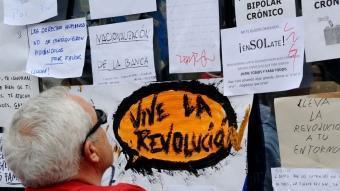 Pancartes ahir a la Puerta del Sol de Madrid EFE