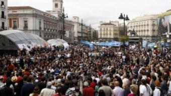 Un moment de les assemblees multitudinàries celebrades ahir a la Puerta del Sol ANDREA COMAS / REUTERS