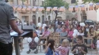 L'acte de Junts per Banyoles a la plaça del Teatre. R. E