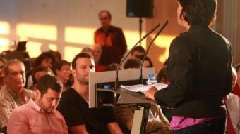 Blanca Palmada parlant en l'acte final de campanya d'Esquerra a l'Auditori de Girona. MANEL LLADÓ