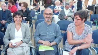 Esteve Martínez amb Conxita Calvo i Quitèria Guirao ahir a la plaça Occitània de Mataró. LL.M.