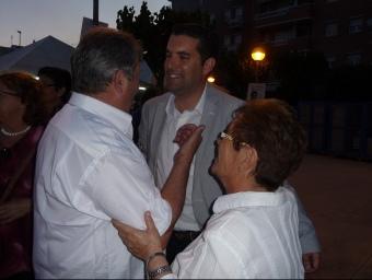 A l'esquerra, míting final de Xavier Amor (PSC) a Pineda i a la dreta, Montserrat Candini (CiU) en l'acte celebrat ahir a Calella. T.M