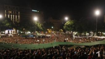 """La plaça de Catalunya continuava ahir plena d'""""indignants"""" a mitjanit, quan començava la jornada de reflexió ORIOL DURAN"""