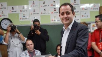 Jorge Alarte, del PSPV, en el moment de votar. REDACCIÓ