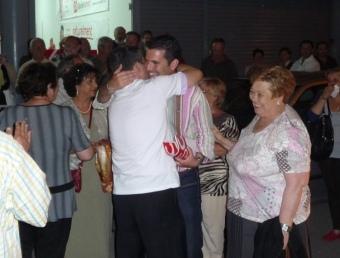 Xavier Amor celebrant la contundent victòria del PSC a Pineda en les eleccions locals. T.M
