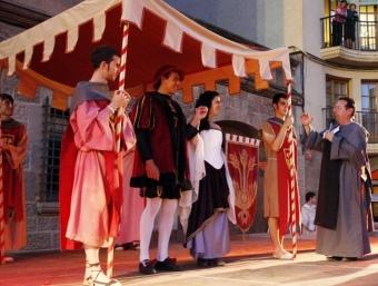 Durant la fira medieval es fan diverses representacions, com aquesta de l'edició passada.  AJ. CARDONA