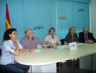Imatge dels representants del PP a l'Alt Penedès, ahir a la seu del partit a Vilafranca A.M