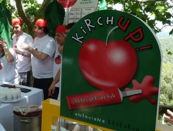 Cuiners al costat de la parada de KirchUp. S.G-A