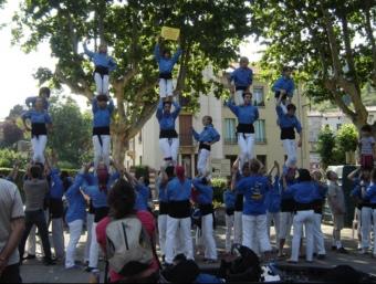 Un moment de l'actuació de la colla castellera Angelets del Vallespir durant la primera Festa de les associacions catalanes del Vallespir. CCV