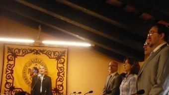 Al fons, l'alcalde i a la seva esquerra Joan Rabasseda i a primer terme Alfons Molons. E.F