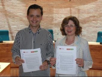 Els somriures d'Elvira i Vicent Forment en la signatura del pacte es van trabucar en preocupació la jornada d'investidura. ARXIU