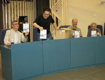 Rafa Gil, Vicente Cortés, Rafa Beltrán i Paco Giménez presenten en llibre. ESCORCOLL