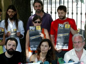 """Els """"indignats"""" van convocar ahir a manifestar-se demà al centre de Barcelona QUIM PUIG"""