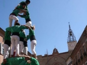 Els Castellers del Riberal davant la catedral de Perpinyà.