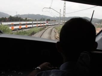 Un tren fent el trajecte de la noava línia R8 acn