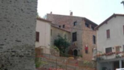 Jóc es troba a la Catalunya Nord, a la comarca del Conflent.