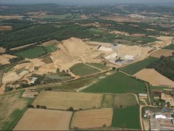 L'abocador de Vacamorta, en una imatge aèria, és una instal·lació que, segons entitats ecologistes, s'ha legalitzat amb sentencies judicials en contra. EL PUNT