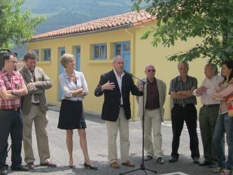 Al centre, Bernard Remedi, batlle de Prats de Molló, envoltat dels principals impulsors de País d'Art i d'Història de les Valls Catalanes del Ter i el Tec. E. C