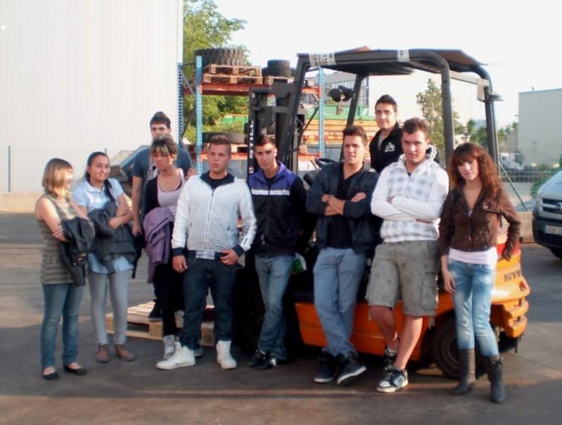 Un grup dels joves que participen en el programa Suma't, iniciat el passat mes de gener al Garraf. EL PUNT