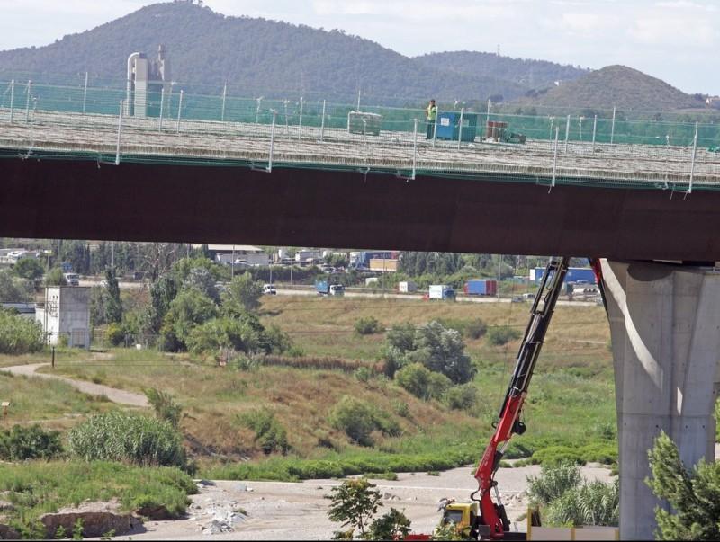 Les obres al pont de Castellbisbal es van aturar a l'estiu passat però ja s'han reprès JUANMA RAMOS
