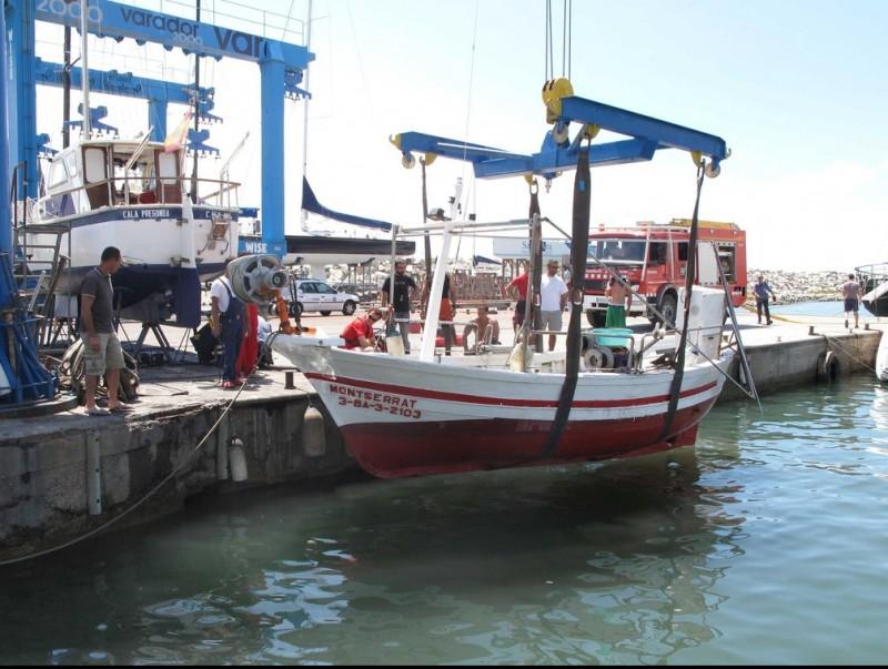 La barca de pesca Montserrat que dimarts al migdia es va enfonsar per un cop de mar a prop del port. RÀDIO ARENYS