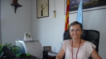 """Montserrat Garrido, al despatx de l'alcaldia de Sant Pol on ja hi ha fet canvis per, segons diu, sentir-me """"més còmoda"""". T.M"""