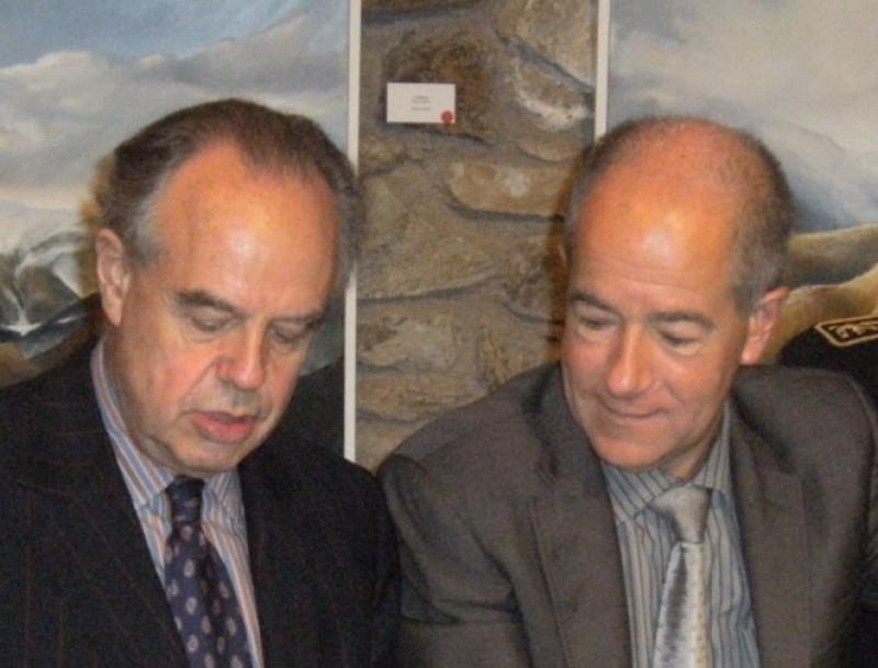 Frédéric Mitterrand i Christian Bourquin a sant Miquel de Cuixà. LIONEL SANCHEZ