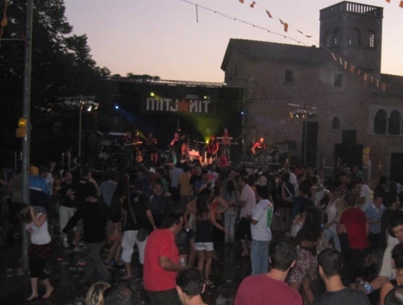 La plaça tornarà a ser l'epicentre de la festa a Vilamacolum.  SORTIM