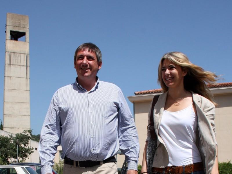 El portaveu independentista flamenc Jean Jambon, i la membre de Democràcia Catalana, Anna Arqué, ahir a Prada GUILLEM SANCHEZ / ACN