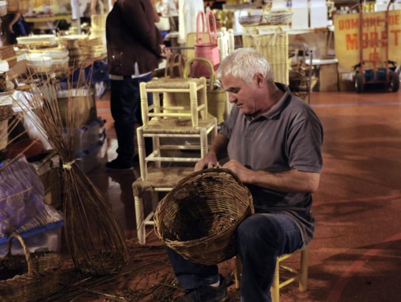 Un cistellaire que serà al mercat d'artesania d'art de les Diades Catalanes d'Illa. O. T. I
