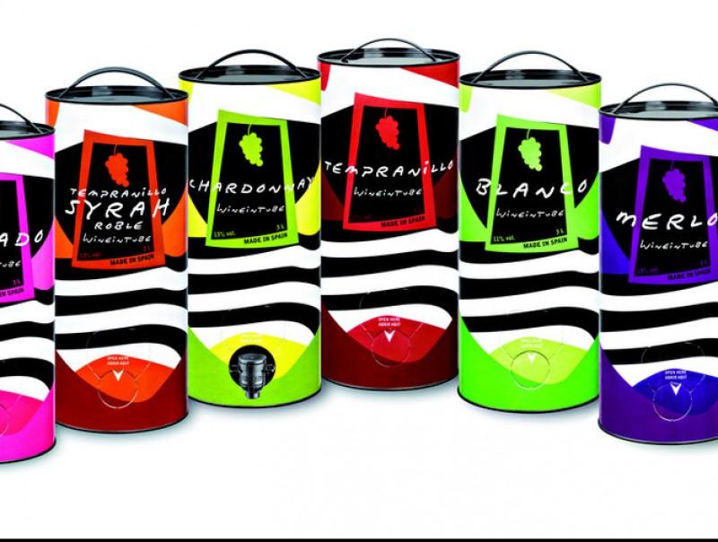 La gamma de licors de Wineintube es presenta en envasos de 3 litres.  L'ECONÒMIC