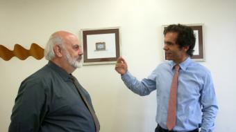 Edward Hugh i Raül Martínez, en un dels moments de la xerrada que va tenir lloc a la seu de l'Institut d'Estudis Financers.  QUIM PUIG