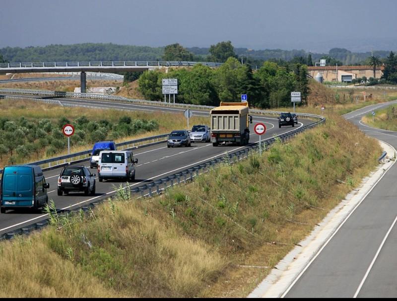Una imatge de la carretera C-31 a l'altura de Viladamat. Fa un any i mig que es va acabar la construcció d'aquest tram de via. MANEL LLADÓ