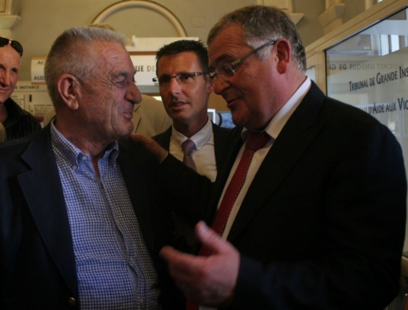 François Calvet (dreta) amb Paul Blanc, el senador UMP al que succeeix J:M: ARTOZOUL