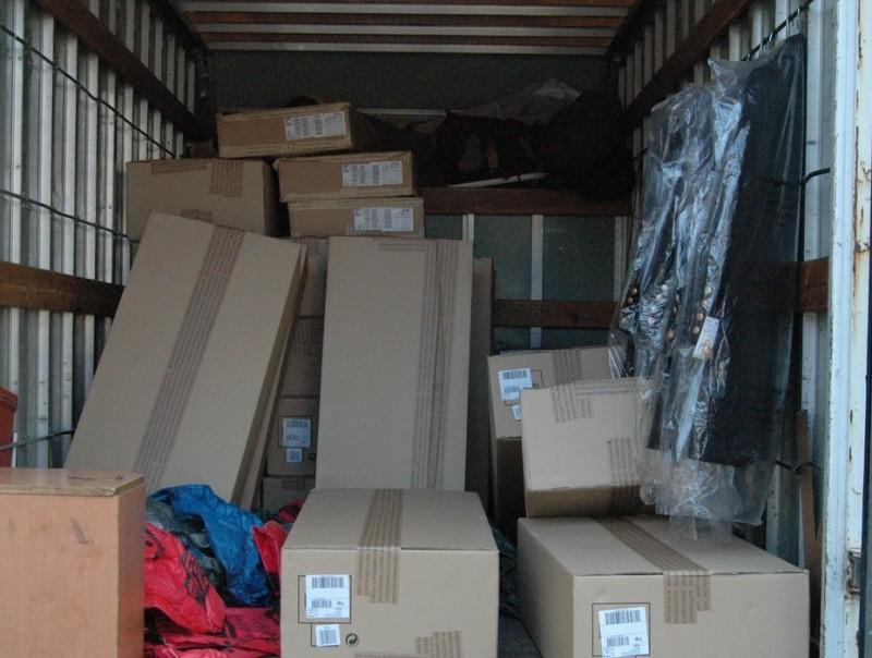 Els delinqüents van sostreure la mercaderia d'un tràiler i la van carregar en un camió petit, que també van robar CME