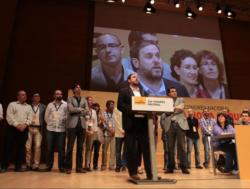 Oriol Junqueras ocupa el faristol en l'acte de cloenda del congrés. EL PUNT