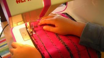 Les màquines de cosir com a activitat econòmica van proliferar en les llars catalanes el segle passat.  ARXIU