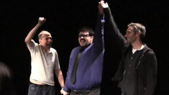 L'àrbitre, Jordi Casanovas, aixeca la mà del guanyador del primer combat del torneig, Pere Riera J. ROVIRA