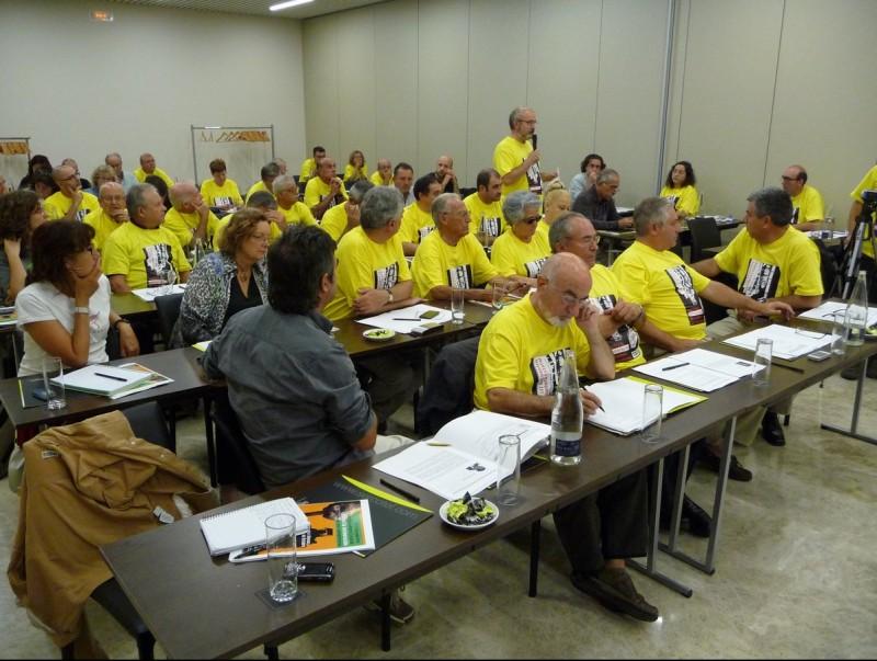 Els participants van lluir samarretes grogues commemoratives de la trobada de Montcada. C.A.F