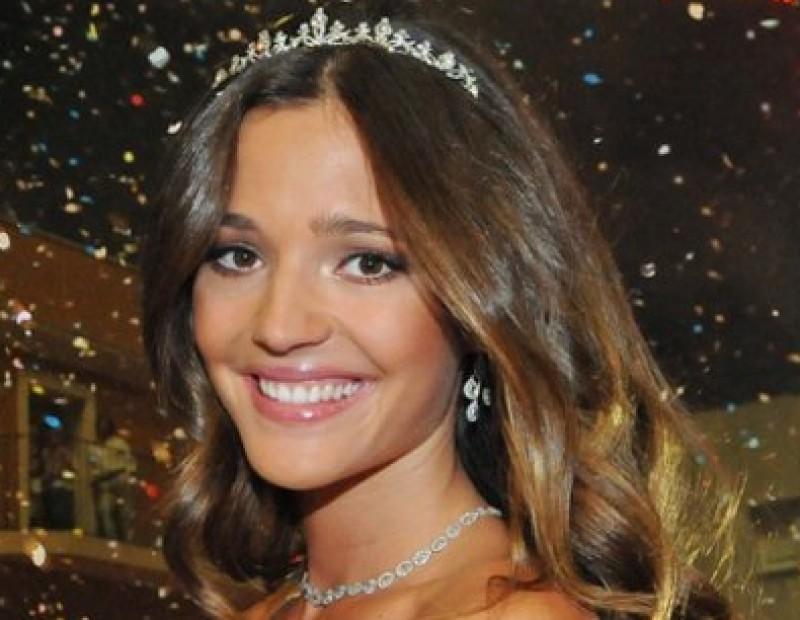 Malena Costa es va vestir de núvia dissabte a Sant Sadurní d'Anoia per ser coronada reina del cava AVUI