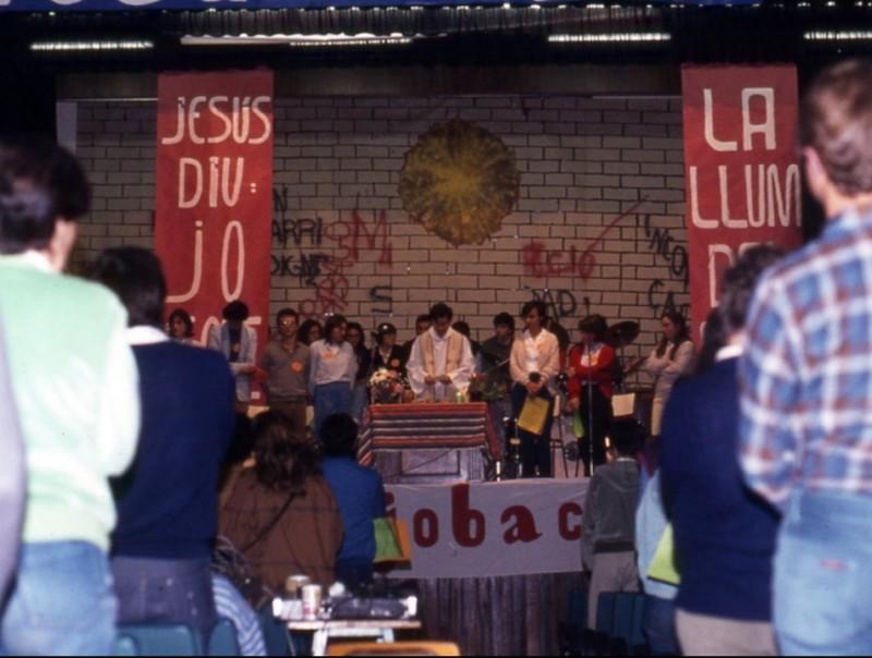 A la foto de dalt una eucaristia celebrada a Sabadell en motiu del final de curs l'any 1984. A sota la Setmana Santa del 1982 a Penyafort i al final una bandera de la Jobac alçada en una trobada a París. JOBAC