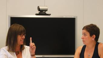 responsable de l'oficina tècnicade dinamització de la Xarxa Punt TICLa rectora de la UOC, Imma Tubella, (esquerra de la imatge) i la responsable de la xarxa Punt TIC de la Generalitat, Esther Subías, durant el debat.  MARTA PÉREZ