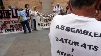 Concentració de protesta contra la retallada del Pirmi. EL PUNT