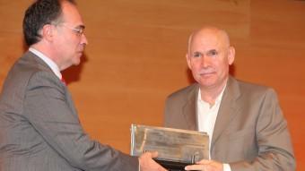A dalt , Steve McCurry, al centre, el dia que va rebre el Liber Press a Girona. Al costat i a baix, dues obres seves STEVE MCCURRY / J. SABATER