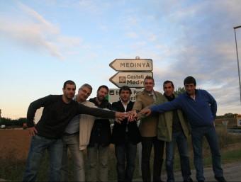 Imatge d'unitat de tots els grups municipals de Sant Julià de Ramis, abans del ple del mes d'octubre de l'any passat a Medinyà. EMILI AGULLÓ