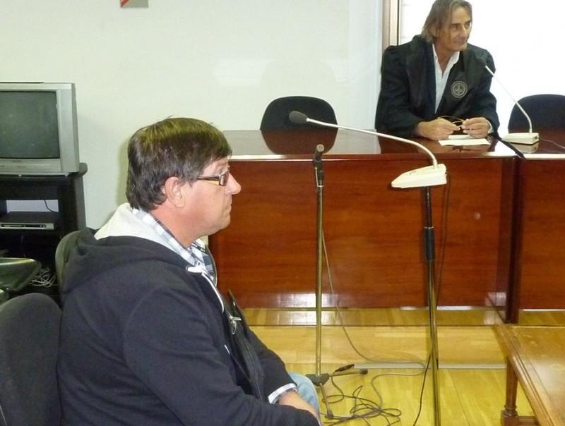 Jordi Aulet , i el seu advocat, ahir durant el judici Ò. PINILLA