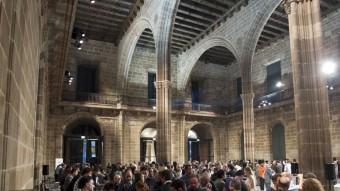 Interior de la majestuosa sala gòtica de la Llotja de Mar de Barcelona.  ARXIU