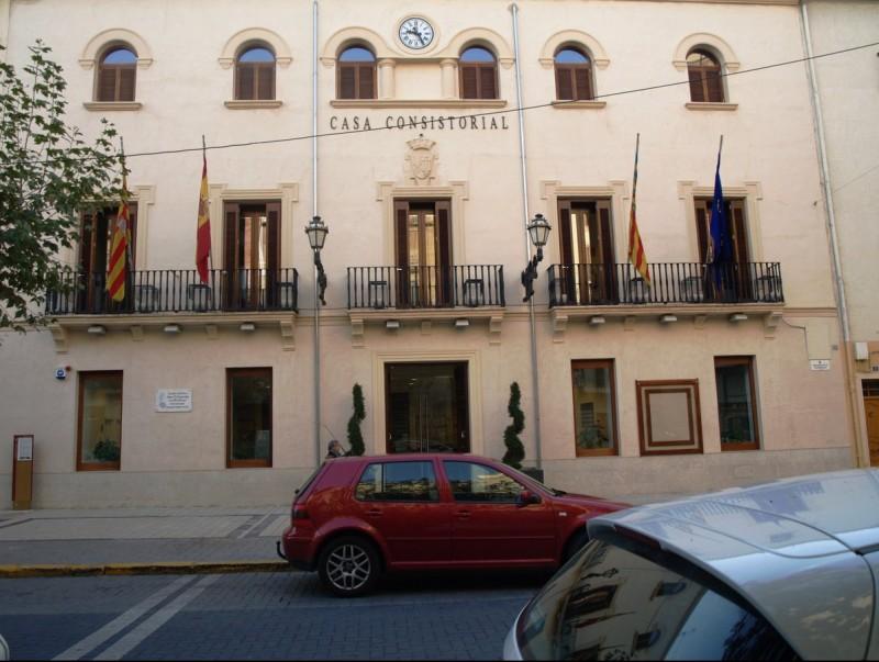 Façana principal de l'Ajuntament de Xixona. SARA DÍAZ